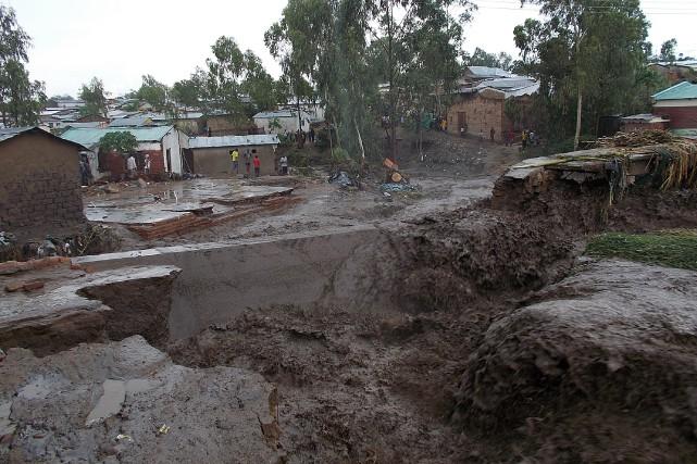 Un effondrement dans la capitale du Malawi.... (Photo BONEX JULIUS, AFP)