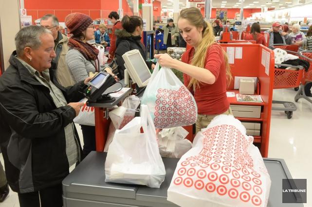 La centaine d'employés du Target du Carrefour de l'Estrie ont eu une bien... (Archives La Tribune, Maxime Picard)