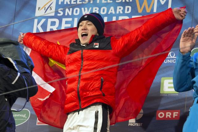 Le ChinoisGuangpu Qi célèbre sa victoire sur le... (Photo Joe Klamar, AFP)