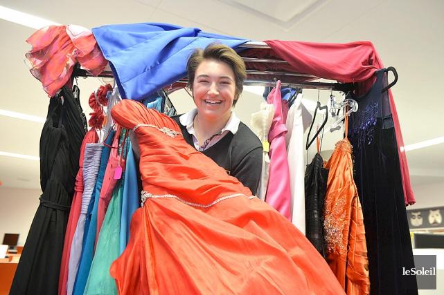 Justine Cantin a réuni 95 robes de tous... (Le Soleil, Pascal Ratthé)