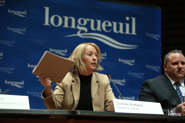 La mairesse de Longueuil, Caroline St-Hilaire, et le... (PHOTO MARTIN CHAMBERLAND, LA PRESSE)