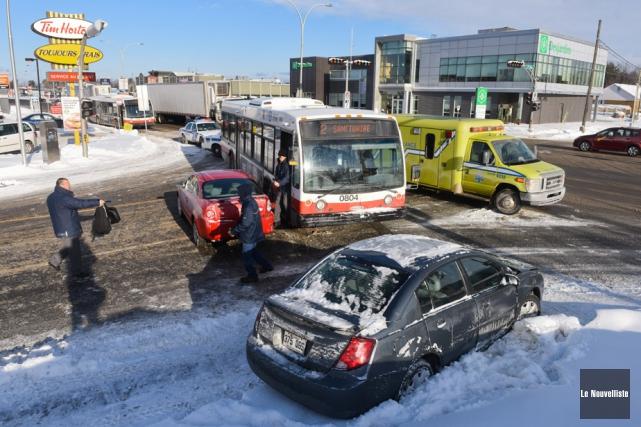 Une collision impliquant un autobus de la Société de transport de... (Photo: François Gervais, Le Nouvelliste)
