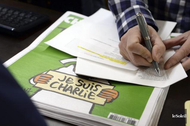 Le numéro «des survivants» deCharlie Hebdo, avec une caricature de... (PHOTO ÉRICK LABBÉ, ARCHIVES LE SOLEIL)