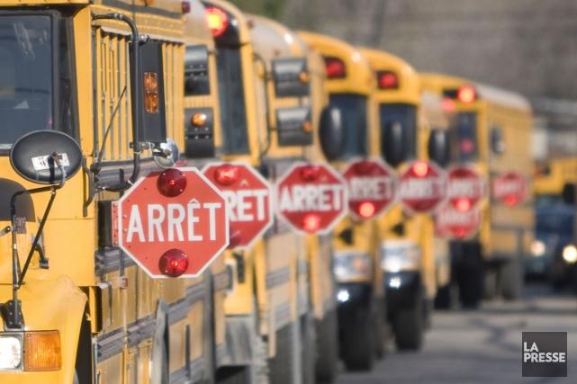 Une chauffeuse d'autobus qui s'apprêtait à faire monter des élèves a été... (Archives, La Presse)