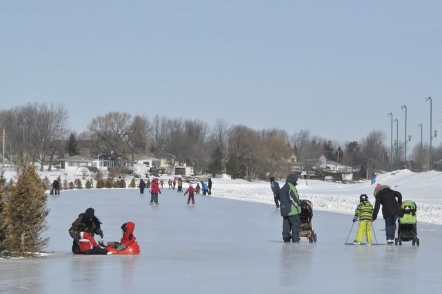 Le froid aidant, les différentes patinoires du canal... (Photo fournie par la ville de Saint-Jean-sur-Richelieu)