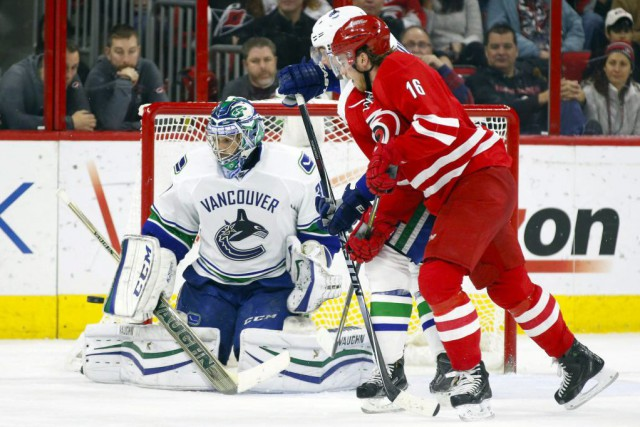 Ryan Miller a repoussé 27 tirs... (Photo USA Today Sports)