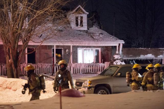 Un violent incendie a ravagé une résidence unifamiliale... (Photo: Stéphane Lessard)