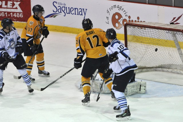 Les Cataractes ont profité d'un double avantage numérique... ((Photo Michel Tremblay))