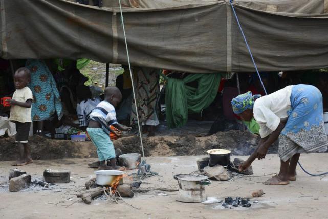 Des sinistrés ont trouvé refuge dans un centre... (PHOTO THOKO CHIKONDI, AP)