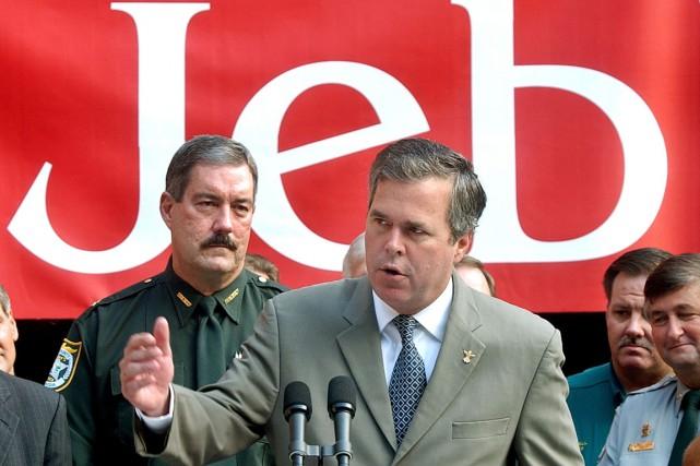 Jeb Bush (notre photo), frère et fils d'anciens... (PHOTO PHIL COALE, AP)