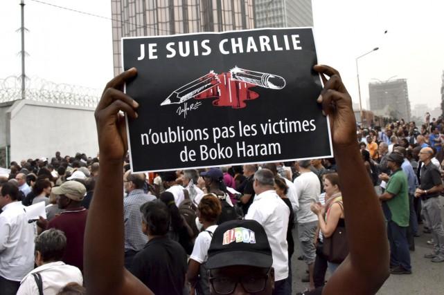 Des manifestants se sont rassemblés près de l'ambassade... (PHOTO SIA KAMBOU, ARCHIVES AGENCE FRANCE-PRESSE)