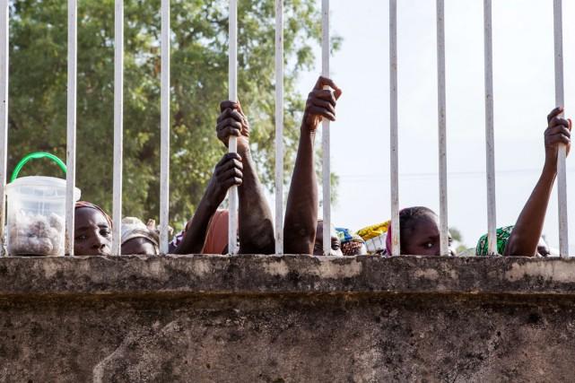 Des Nigérianes faisaient la file pour recevoir de... (Photo Florian Plaucheur, archives AFP)