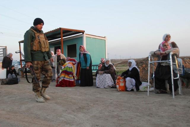 L'air épuisé et perdu, les yazidis libérés, certains... (Photo Ako Rasheed, Reuters)