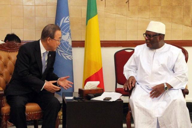 Le secrétaire général de l'ONU, Ban Ki-moon, et... (Photo HABIBOU KOUYATE, AFP)
