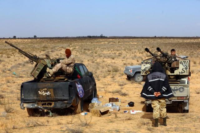 La coalition de milices Fajr Libya, qui contrôle... (PHOTO MAHMUD TURKIA, AFP)