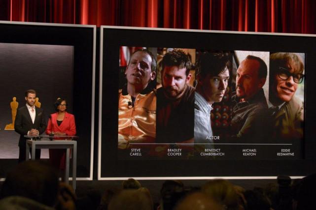 L'acteur Chris Pine et la présidente de l'Académie... (Photo Phil McCarten, Reuters)