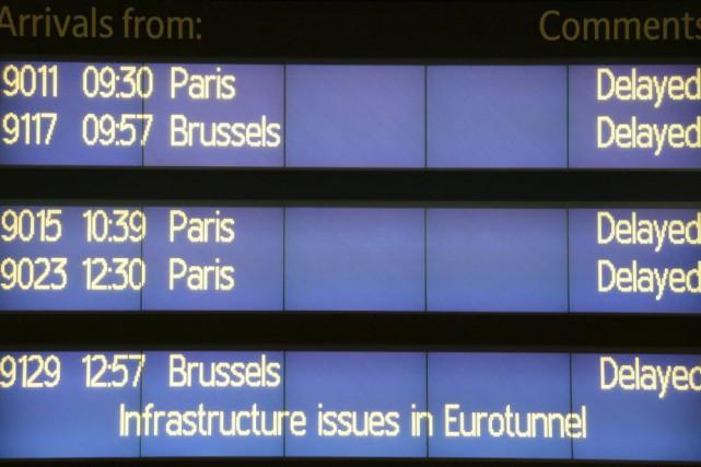 Un tableau à la gare de Londres Saint-Pancrasinformait... (PHOT STEFAN ROUSSEAU, AP)