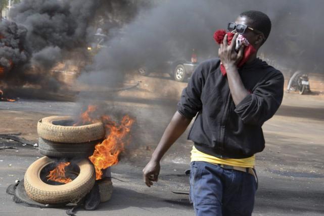 Les autorités ont déclaré la manifestation interdite dimanche... (PHOTO BOUREIMA HAMA, AFP)