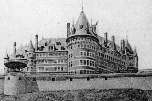 Le Château Frontenac en 1907... (Photo archives de la Ville de Québec)