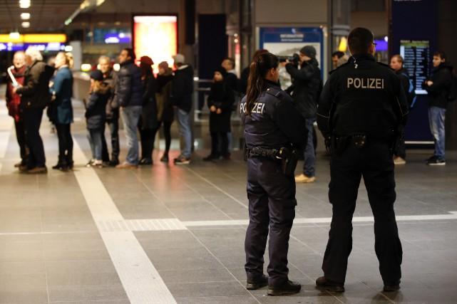 Une semaine après l'énorme mobilisation en France, en réaction aux attentats de... (Photo FABRIZIO BENSCH, Archives Reuters)