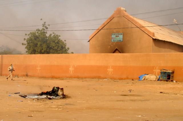 Plusieurs commerces et églises (photo) appartenant à des... (Photo: AFP)