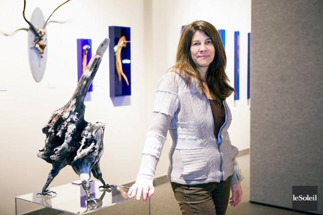Gina Bouchard cueille sa matière première sur les... (Le Soleil, Caroline Grégoire)