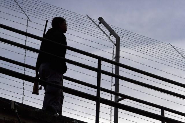 Une dizaine d'individus ont été arrêtés dans le... (PHOTO ARCHIVES REUTERS)