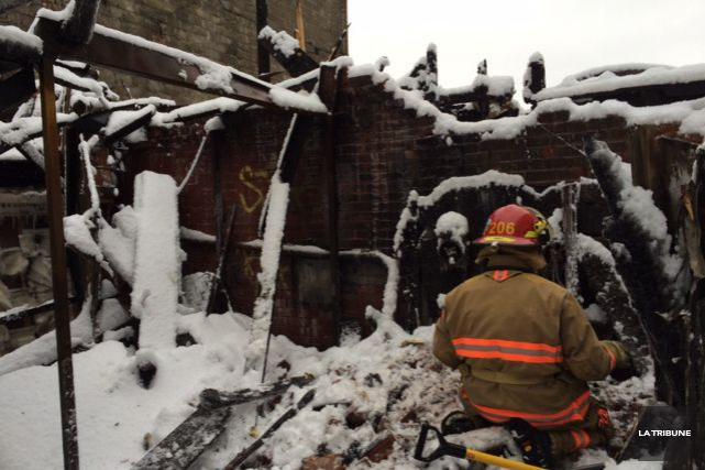 La cause de l'incendie qui a ravagé l'immeuble situé au 55 rue Wellington Sud,... (La Tribune, René-Charles Quirion)