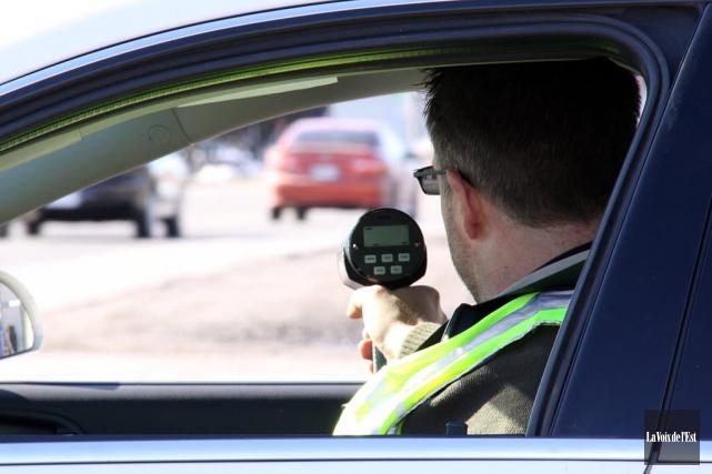 Le froid de samedi n'a pas arrêté un chauffard de rouler à haute vitesse sur... (Archives La Voix de l'Est)