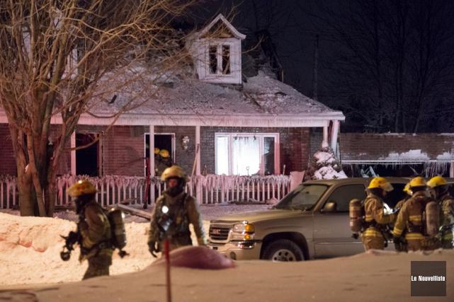 Un violent incendie a ravagé une résidence unifamiliale... (Photo: Stéphane Lessard, Le Nouvelliste)