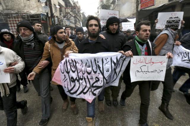 Manifestation condamant les caricatures de Charlie Hebdo dans... (Agence France-Presse)