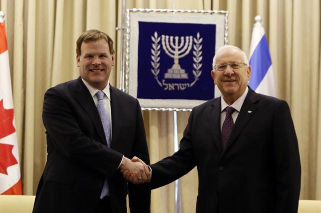 John Baird en compagnie du président israélien Reuven... (Photo: AFP)