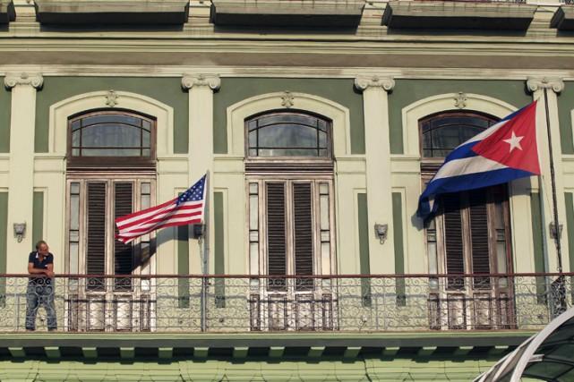 Un drapeau américain a été hissé devant un... (Photo: Reuters)