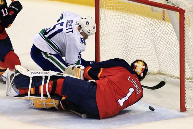 Les Canucks de Vancouver ont marqué deux fois au premier tiers et ont gardé le... (Photo: Reuters)