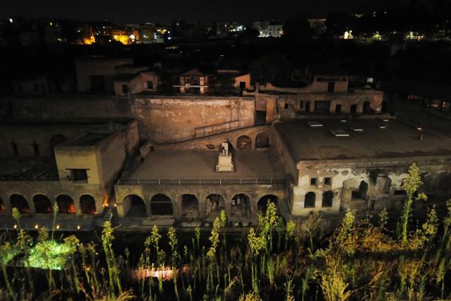 Tandis que la ville de Pompéi était ensevelie... (PHOTO MARIO LAPORTA, ARCHIVES AGENCE FRANCE-PRESSE)