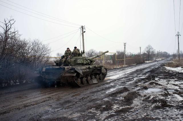 Lundi, après une dizaine de jours d'escalade dans... (Photo Oleksandr Stashevskiy, AFP)