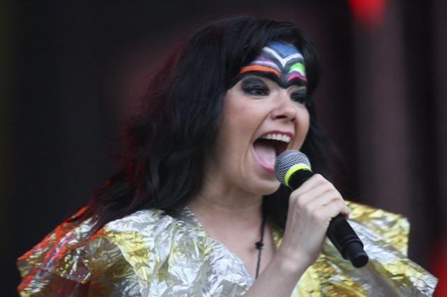La chanteuse Björk a annulé les trois derniers concerts de sa tournée... (PHOTO ARCHIVES AFP)