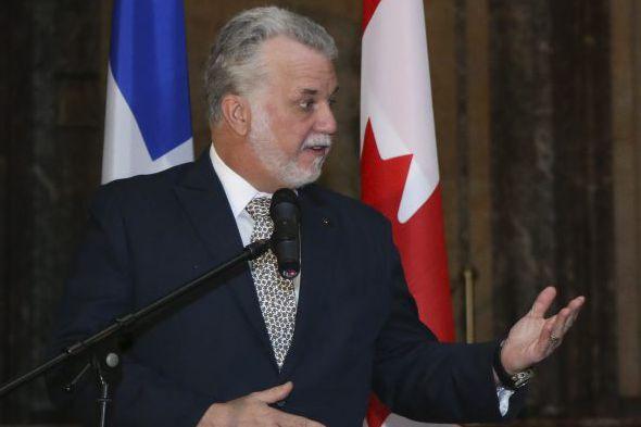 Le premier ministre Philippe Couillard... (AFP, Virgine Lefour)