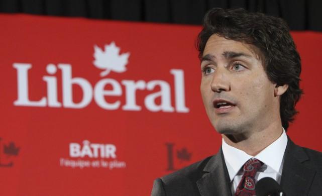 Justin Trudeau et ses 34 députés sont réunis... (La Presse Canadienne, Dave Chidley)