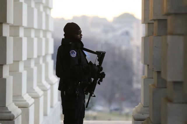 La sécurité a été accrue près du Capitole... (Photo: Reuters)