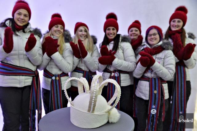 Les duchesses du Carnaval de Québec ont applaudi... (Le Soleil, Patrice Laroche)