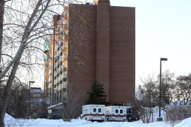 Des ambulances avaient été dépêchées sur les lieux.... (PHOTO FRED CHARTRAND, LA PRESSE CANADIENNE)