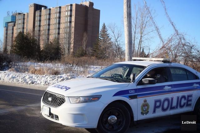 Les policiers d'Ottawa sont intervenus à l'hôtel Chimo,... (Patrick Woodbury, LeDroit)