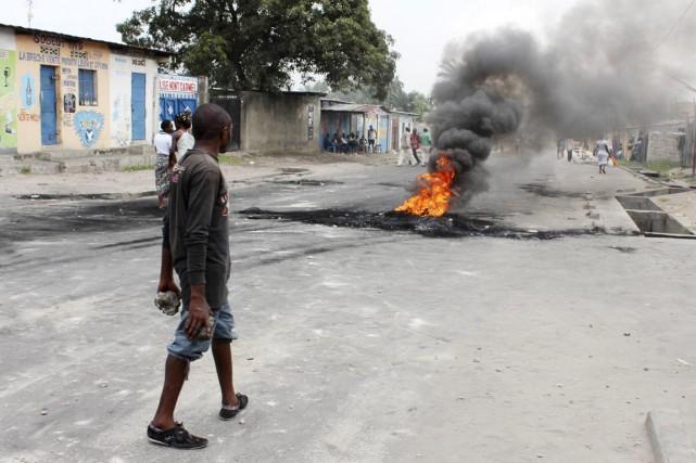 Pour la troisième journée consécutive, les violences avaient... (PHOTO JEAN ROBERT, REUTERS)