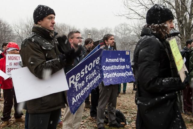 Une poignée de manifestants ont exceptionnellement perturbé l'ouverture de... (Photo: AFP)