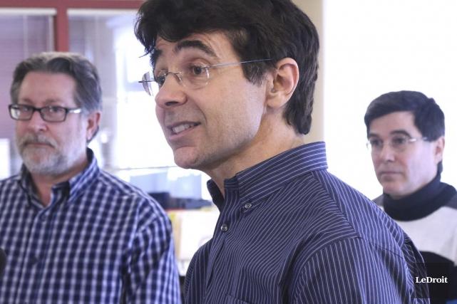 Les dirigeants du Gîte Ami, dont le président... (Patrick Woodbury, LeDroit)