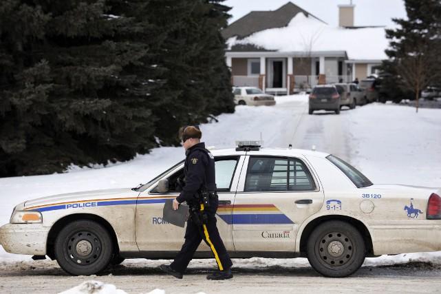 Le corps inanimé du suspect de 34 ans... (Photo Dan Riedlhuber, Reuters)