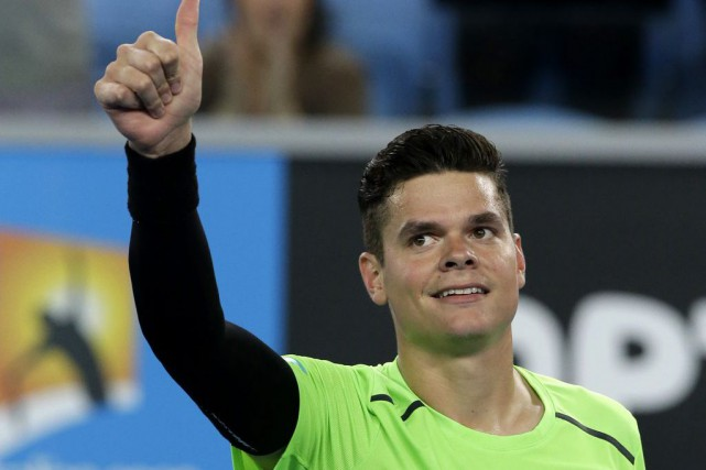 Milos Raonic a salué la foule après avoir... (PHOTO LEE JIN-MAN, ASSOCIATED PRESS)