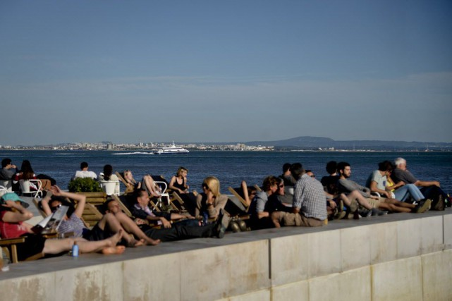 Entre janvier et fin novembre, les touristes étrangers... (PHOTO PATRICIA DE MELO MOREIRA, AFP)