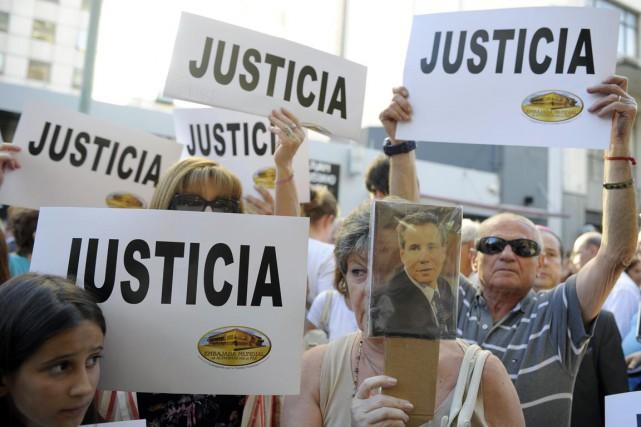 Des manifestants réclament justice pour la mort du... (PHOTO ALEJANDRO PAGNI, AFP)